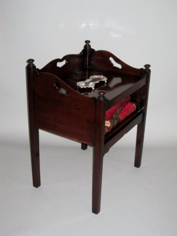 GEORGE III MAHOGANY SIDE TABLE. CIRCA 1775. - Click to enlarge and for full details.