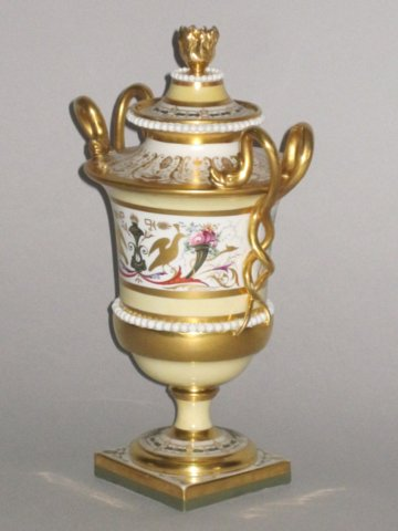 FLIGHT & BARR WORCESTER VASE & COVER, CIRCA 1815 - Click to enlarge and for full details.