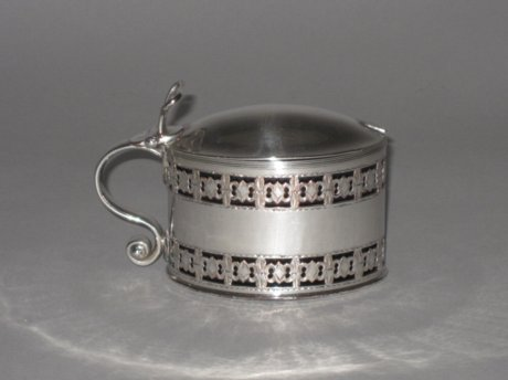OLD SHEFFIELD PLATE SILVER MUSTARD POT, CIRCA 1790. - Click to enlarge and for full details.