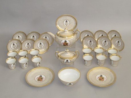 CHAMBERLAINS WORCESTER TEA SERVICE, CIRCA 1810. EX LAURANCE S. ROCKEFELLER ESTATE. - Click to enlarge and for full details.