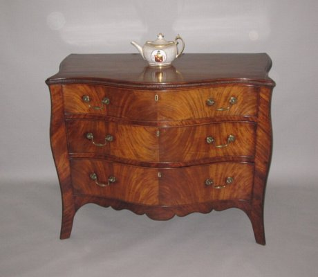 FINE MAHOGANY SERPENTINE CHEST IN THE MANNER OF HENRY HILL. CIRCA 1770 - Click to enlarge and for full details.