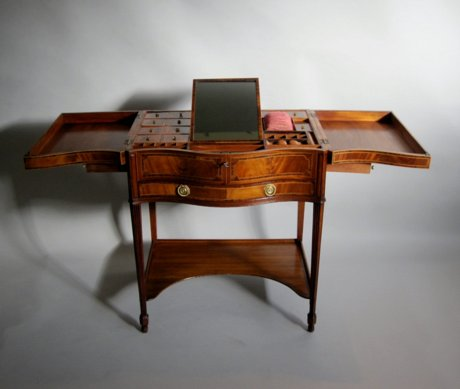 CHIPPENDALE PERIOD MAHOGANY SERPENTINE DRESSING TABLE. CIRCA 1775 - Click to enlarge and for full details.