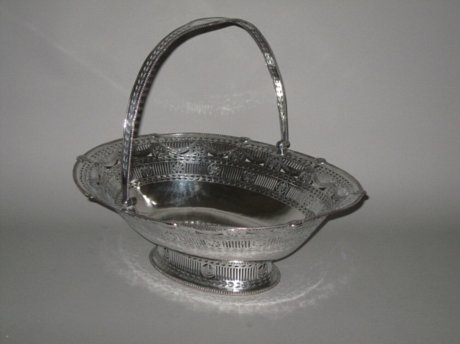 ​AN 18th CENTURY OLD SHEFFIELD PLATE SILVER BREAD/CAKE BASKET, CIRCA 1775. - Click to enlarge and for full details.