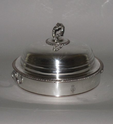 ​A SMALL ROUND OLD SHEFFIELD PLATE SILVER WARMING DISH & COVER, C. 1810. - Click to enlarge and for full details.