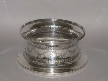 ​AN 18TH CENTURY OLD SHEFFIELD PLATE SILVER DISH RING, CIRCA 1780. - Click to enlarge and for full details.