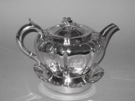 ​A FINE SILVER TEAPOT & STAND BY WILLIAM BATEMAN & DANIEL BALL. LONDON 1841. - Click to enlarge and for full details.