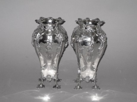 A FINE LARGE PAIR OF ART NOUVEAU PERIOD SILVER VASES. LONDON 1896. - Click to enlarge and for full details.