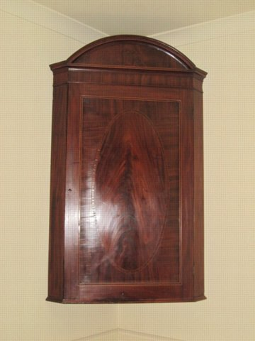 SHERATON MAHOGANY HANGING CORNER CUPBOARD. CIRCA 1780. - Click to enlarge and for full details.